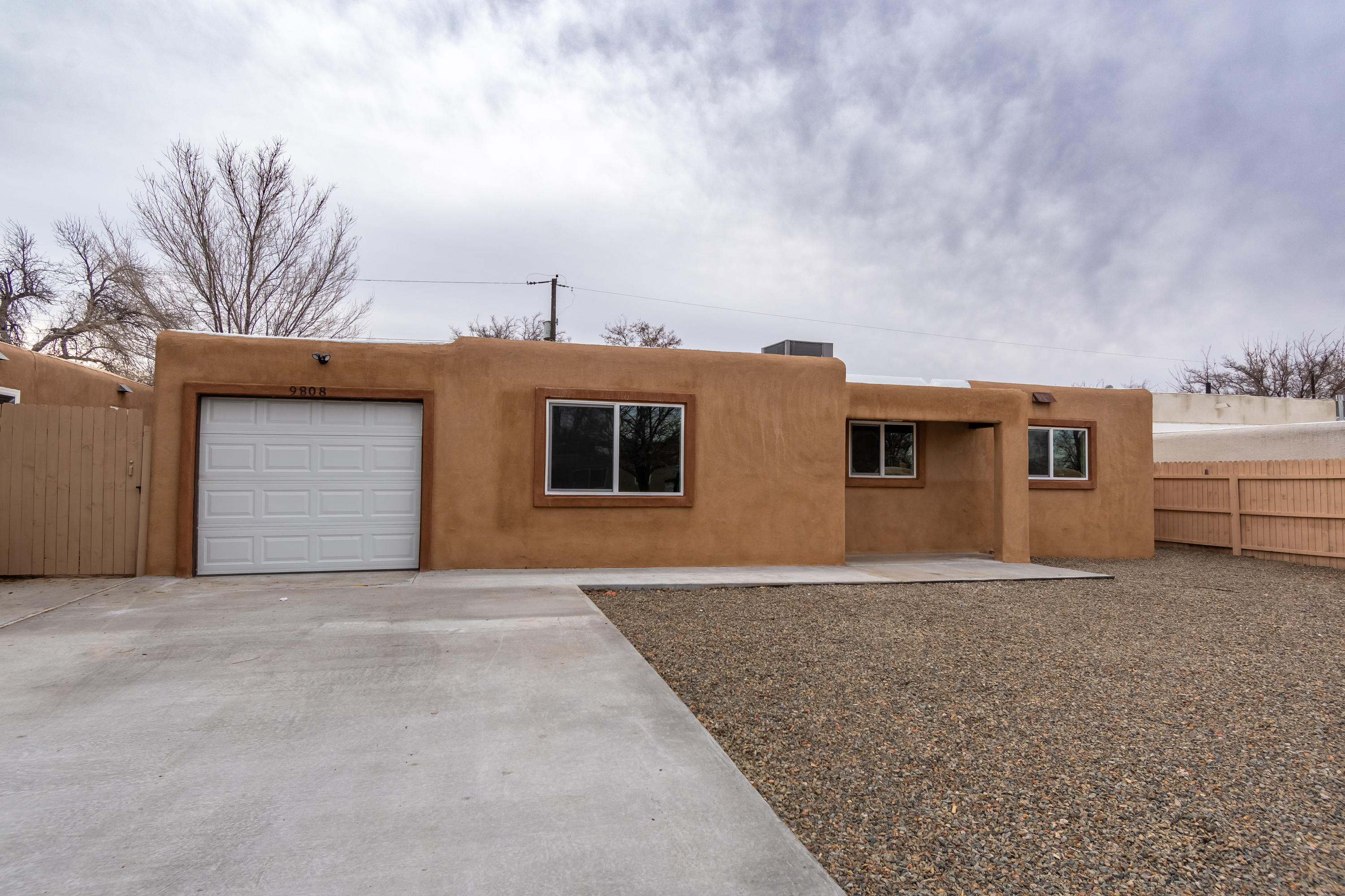 9808 WOODLAND Avenue, Albuquerque NM 87112