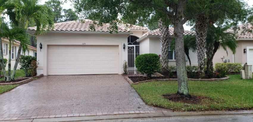 325 NW Springview Loop, Port Saint Lucie FL 34986
