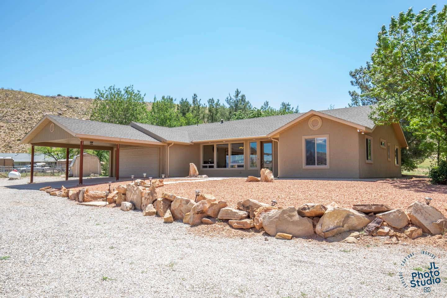 1088 Red Cliffs Rd, Leeds Ut 84746